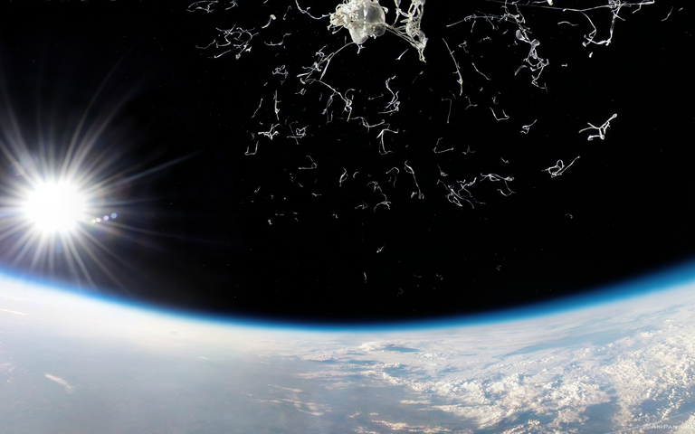 A picture of the moment a stratospheric balloon bursts